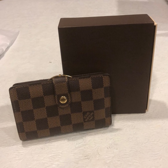 Louis Vuitton Handbags - Louis Vuitton compact wallet with coin section